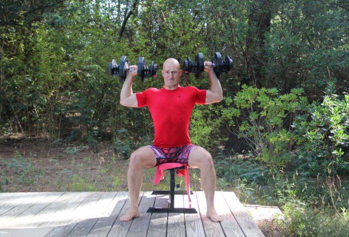 Développé épaules assis avec haltères