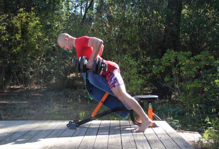 Rowing sur banc incliné avec haltères