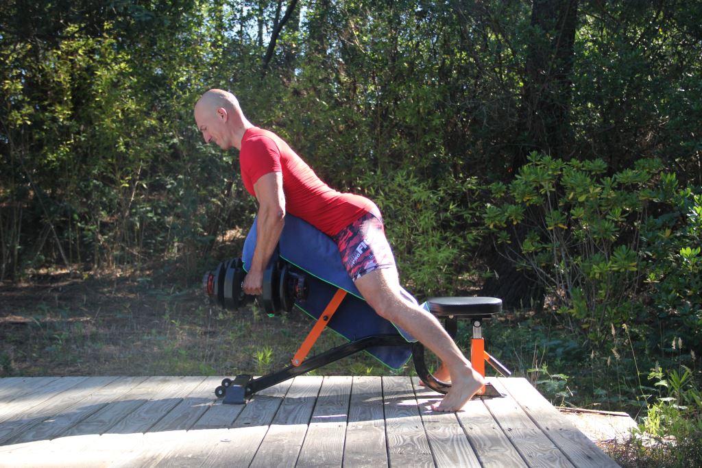 Le rowing sur banc incliné avec haltères ou incline prone dumbbell row  consiste à tirer deux haltères 286381f943b