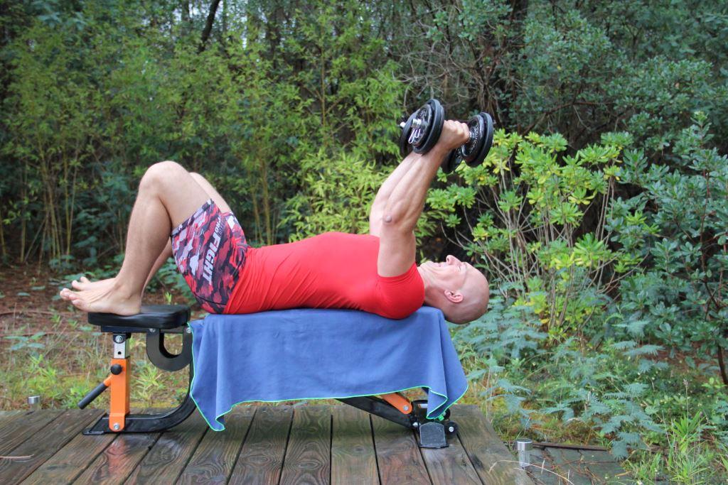 Extension triceps couché avec haltères