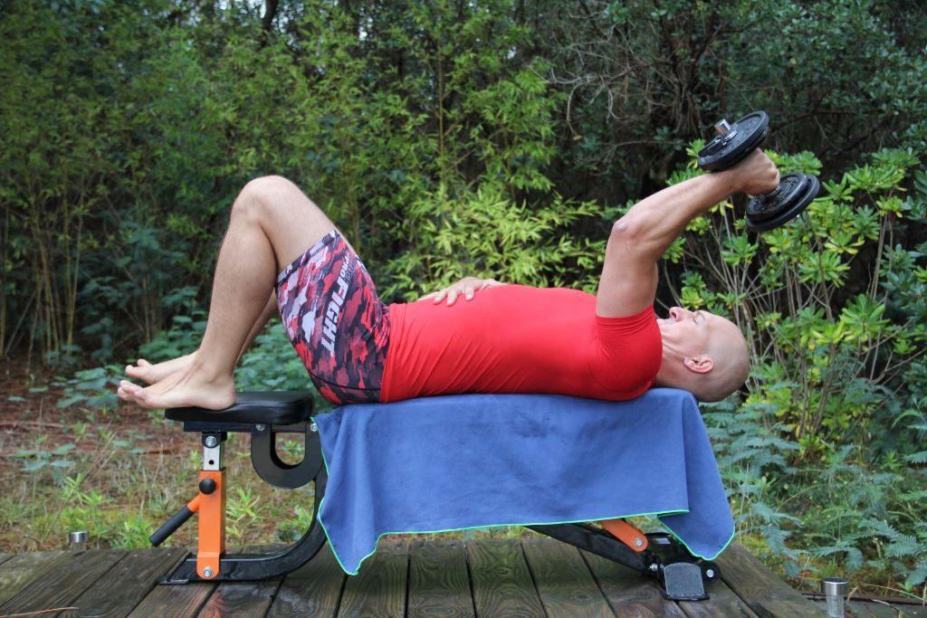 Extension triceps couché unilatéral avec haltère