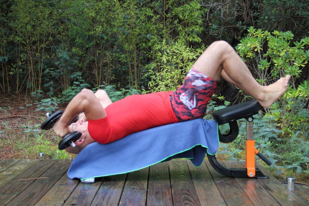 Extension triceps décliné avec haltères