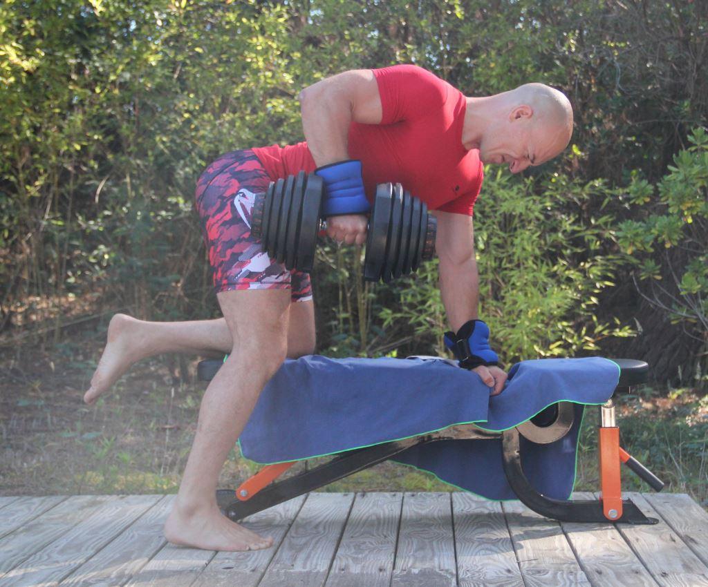 Exercices pour muscler le dos avec haltères pour homme et femme e5bd9c9b175